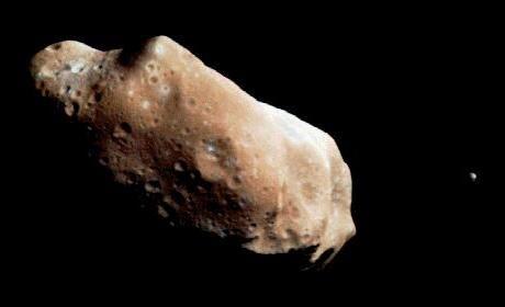 Cette proximité permettra aux scientifiques d'observer l'astéroïde grâce à un petit télescope.