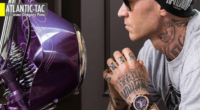 Une Harley-Davidson personnalisée pour s'assortir au cadran d'une RJ-Romain Jerome qui joue les vanités philosophiques. Du tatouage comme nouveau chic marketing ?
