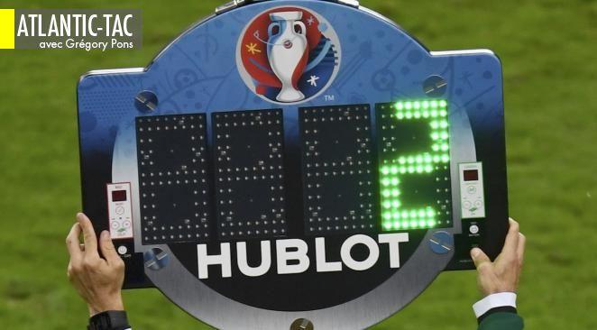Le fameux panneau d'arbitrage, en plein écran au moins quinze par match, ce qui en fait le panneau publicitaire le plus vu et le plus mémorisé de l'Euro…