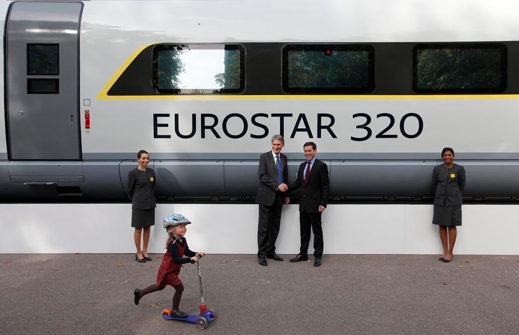 Les passagers du train à destination de Paris sont arrivés vers 3h30, et ceux à destination de Bruxelles sont arrivés peu avant 6h