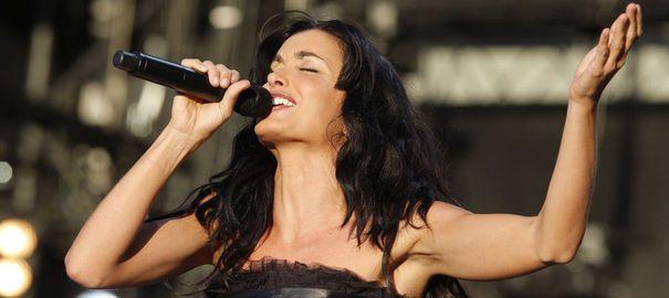 La chanteuse Jenifer hospitalisée après un grave accident de la route