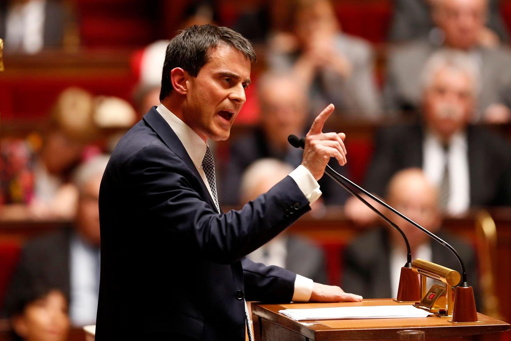 """Manuel Valls a évoqué """"des signes d'activité des réseaux terroristes, des menaces, et des revendications par Internet""""."""