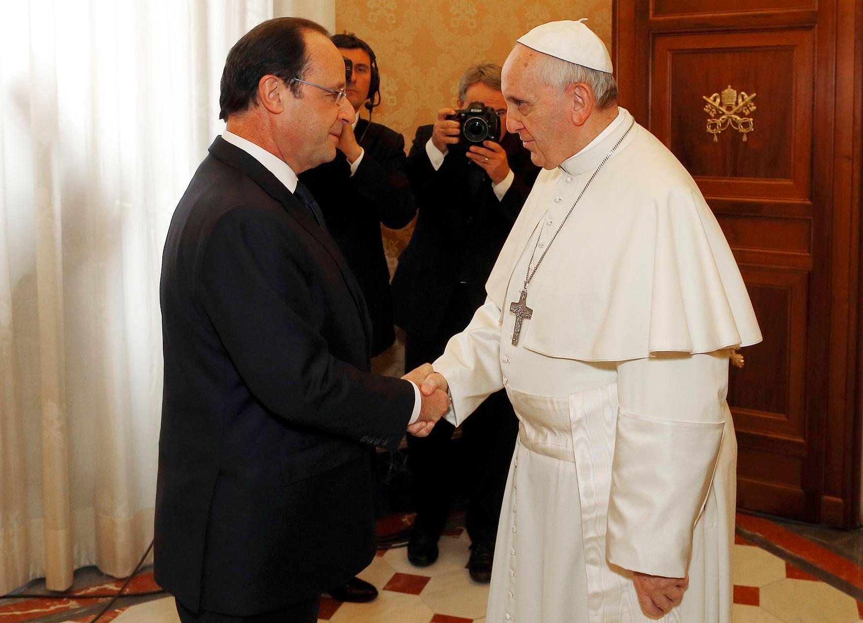 Le pape François reçoit François Hollande : les divergences à aborder