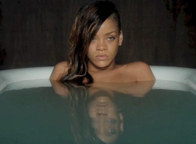 Rihanna : elle est complètement addict au sexe depuis Chris Brown