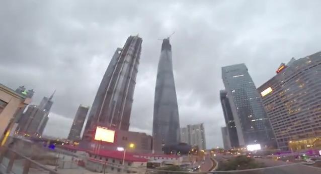 Shanghai : deux russes filment leur ascension d'un des plus hauts gratte-ciel du monde