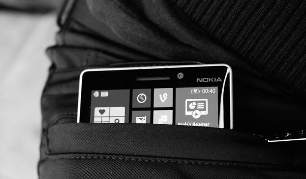 Nokia invente le pantalon qui recharge lui-même votre smartphone