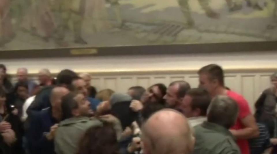 Une bagarre éclate à l'ouverture du Conseil municipal de Béziers