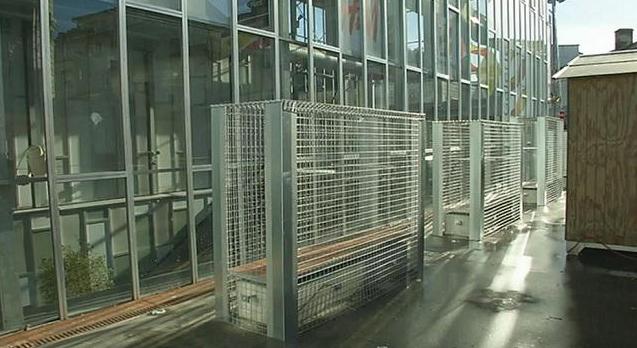Les bancs grillagés à Angoulême ont fait polémique