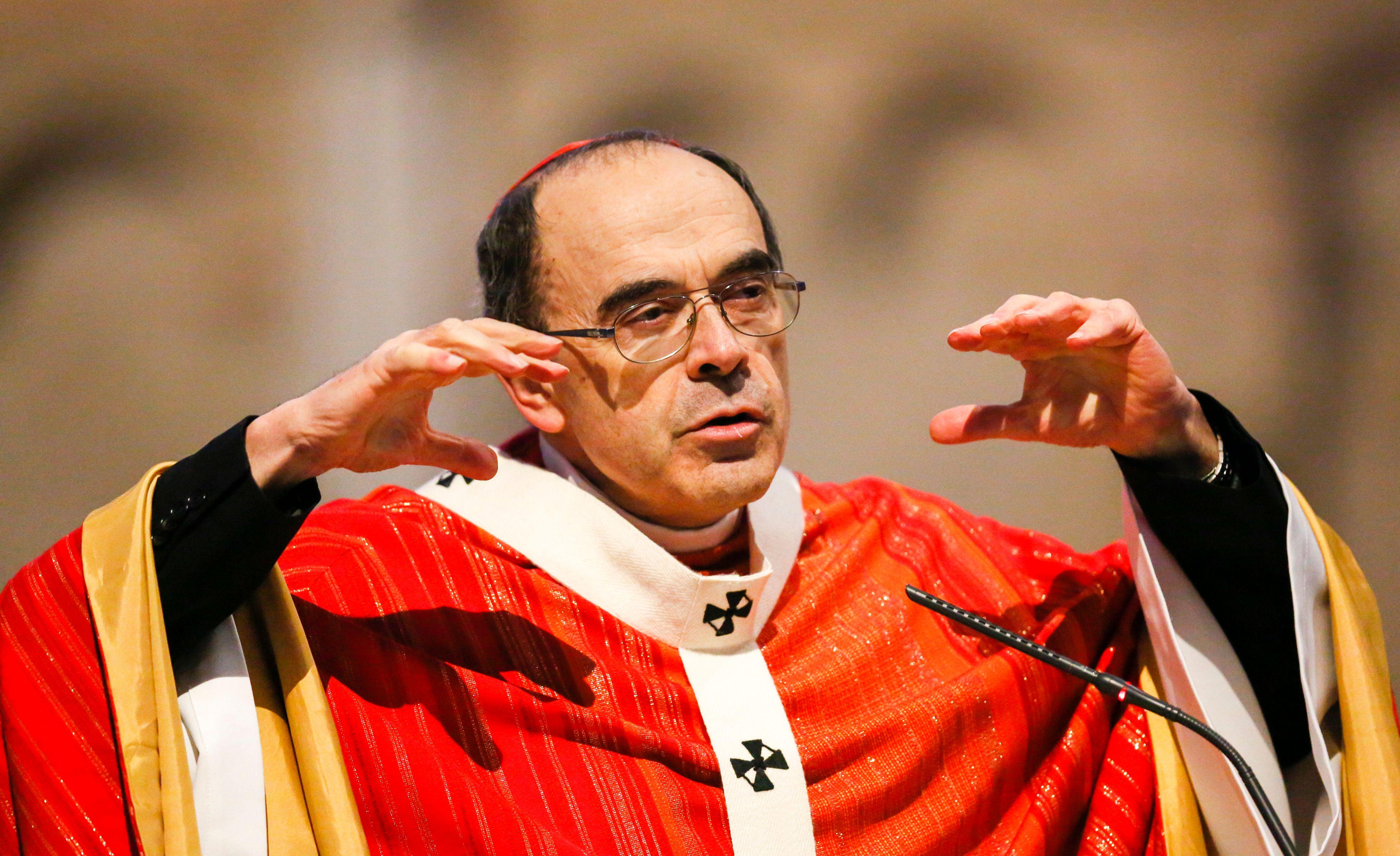 L'archevêque Philippe Barbarin à la messe du Vendredi Saint en la cathédrale Saint Jean de Lyon le 25 mars 2016