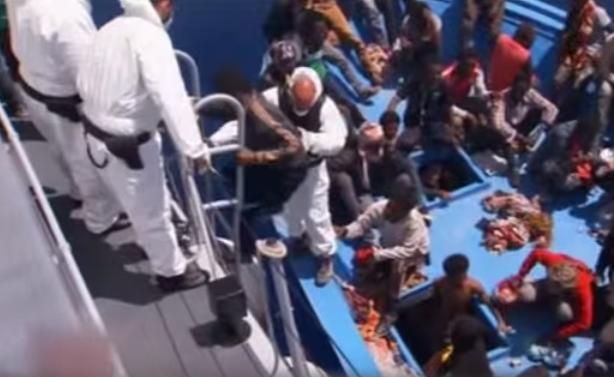 En un weekend, plus de 2500 migrants recueillis au large de l'Italie