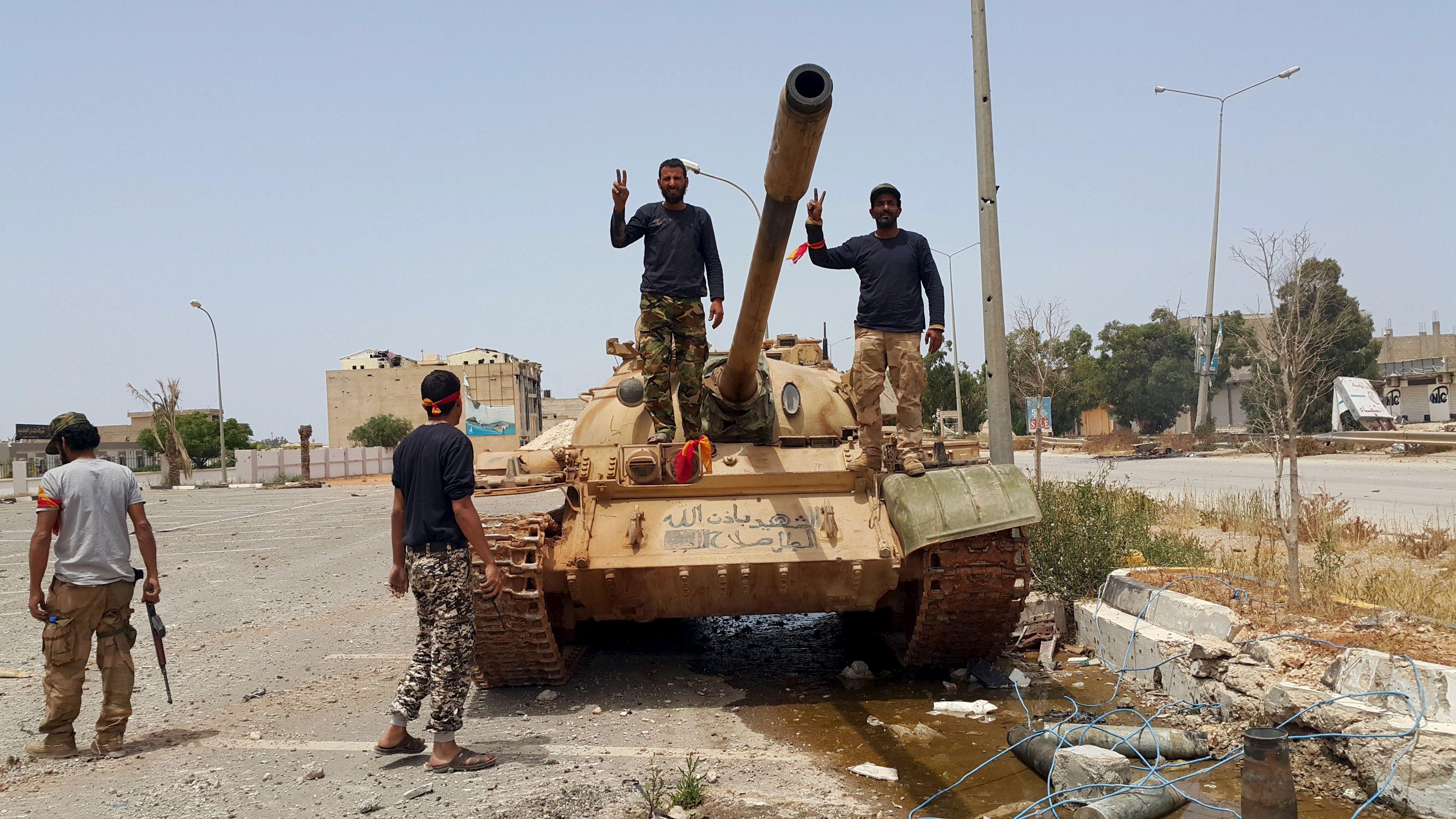 """Benghazi """"libérée"""" des islamistes après 3 ans de bataille mais toujours pas d'espoir réel de démêler l'imbroglio libyen"""