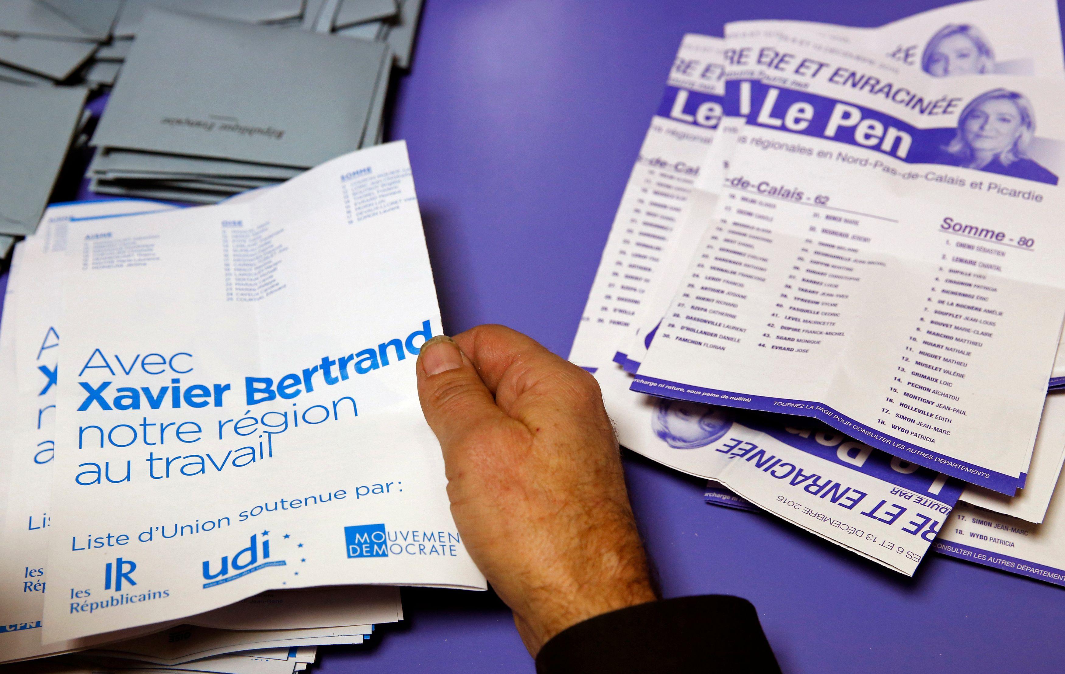 La projection des résultats du 1er tour des régionales sur les législatives montre que le FN serait présent au second tour dans près de 380 circonscriptions et en tête dans près de 230. D'où les appels du pied de François Hollande à la droite modérée.