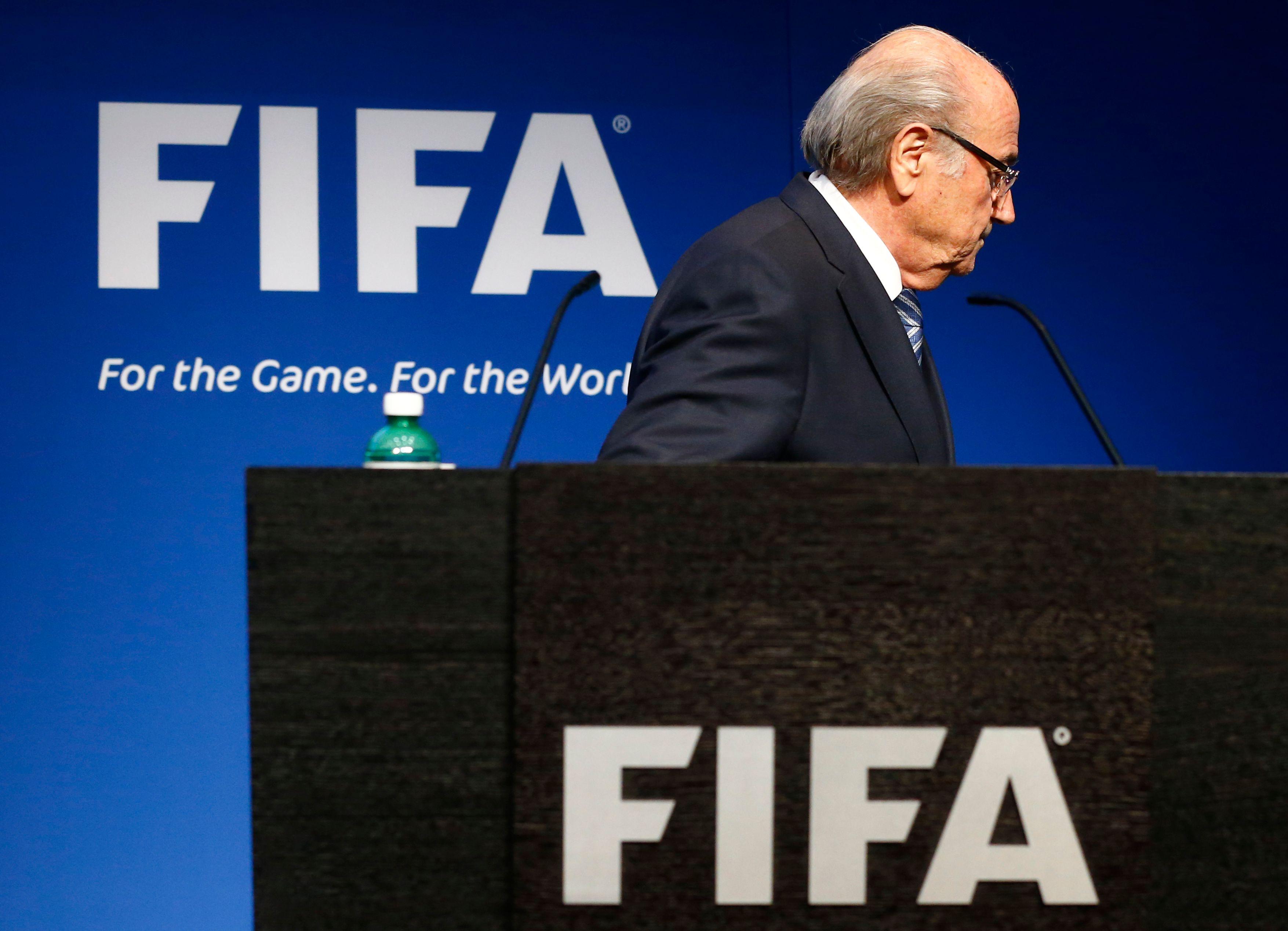 Le scandale de la FIFA : comment Blatter a pu conserver le pouvoir aussi longtemps