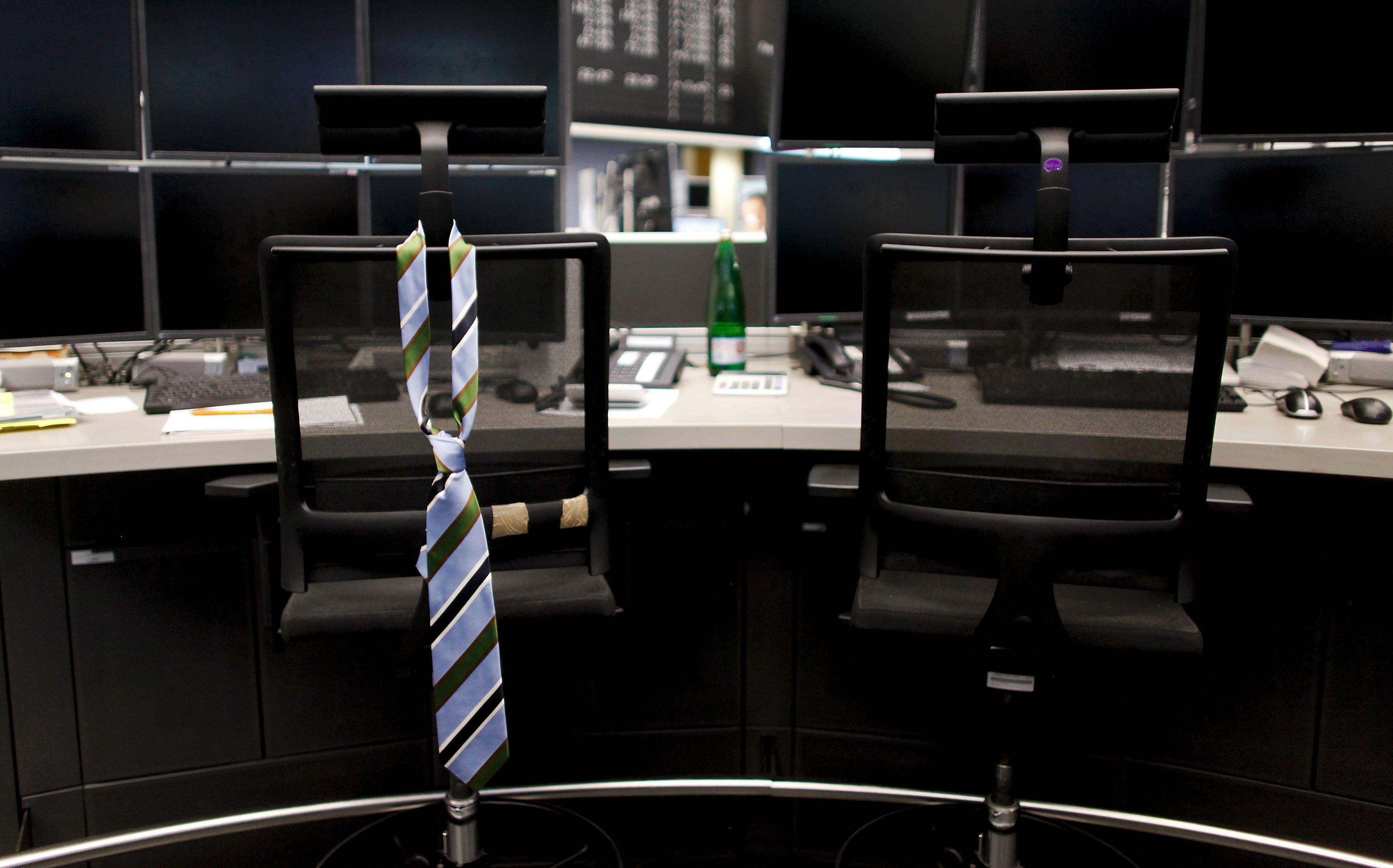 Tous debout au bureau: l'idée qui monte en ergonomie d'entreprise
