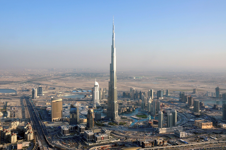La Burj Khalifa, à Dubaï, culmine à 828 mètres d'altitude