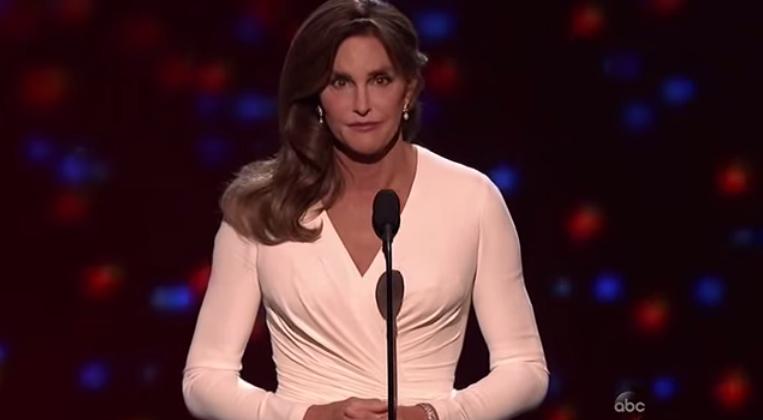 Caitlyn Jenner devient officiellement une femme aux yeux de la loi