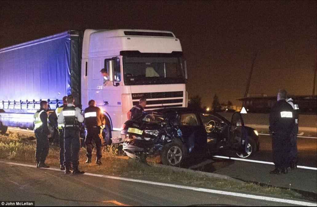 Les gangs de migrants de Calais causent délibérément des accidents de routes pour se rendre en Grande-Bretagne.