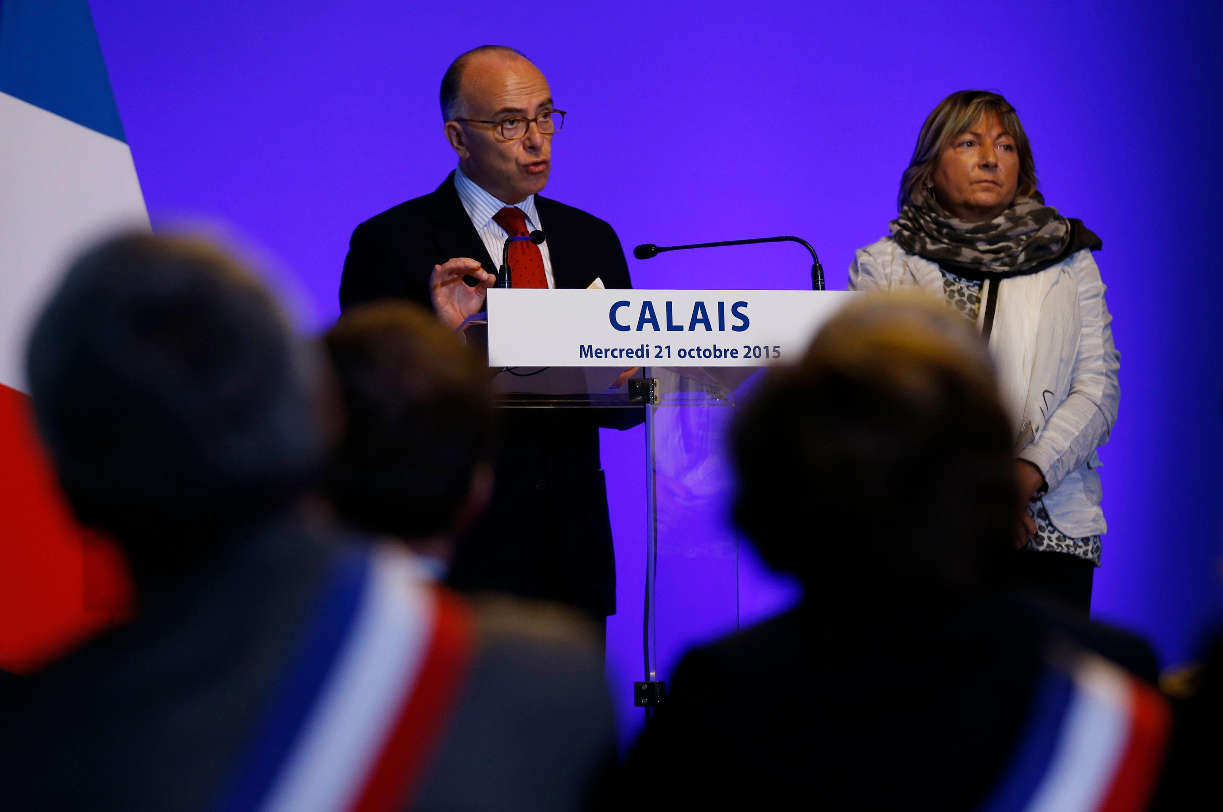 Calais : Bernard Cazeneuve promet des places d'hébergements et des policiers pour les migrants