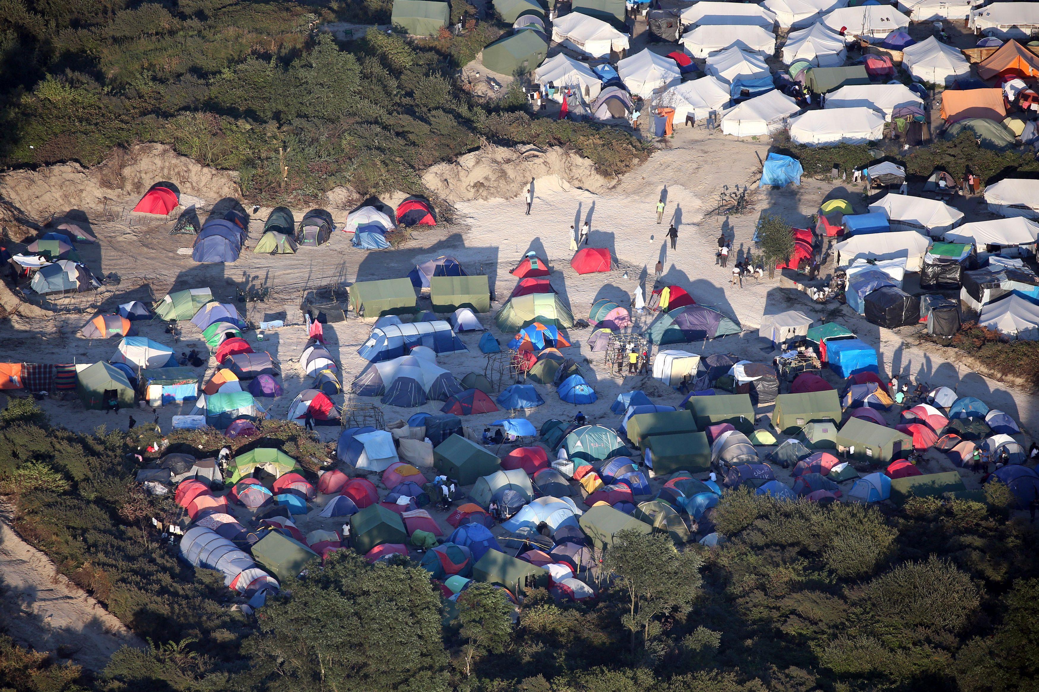 """Migrants : la France ne sera pas un pays """"de campements"""", assure François Hollande"""