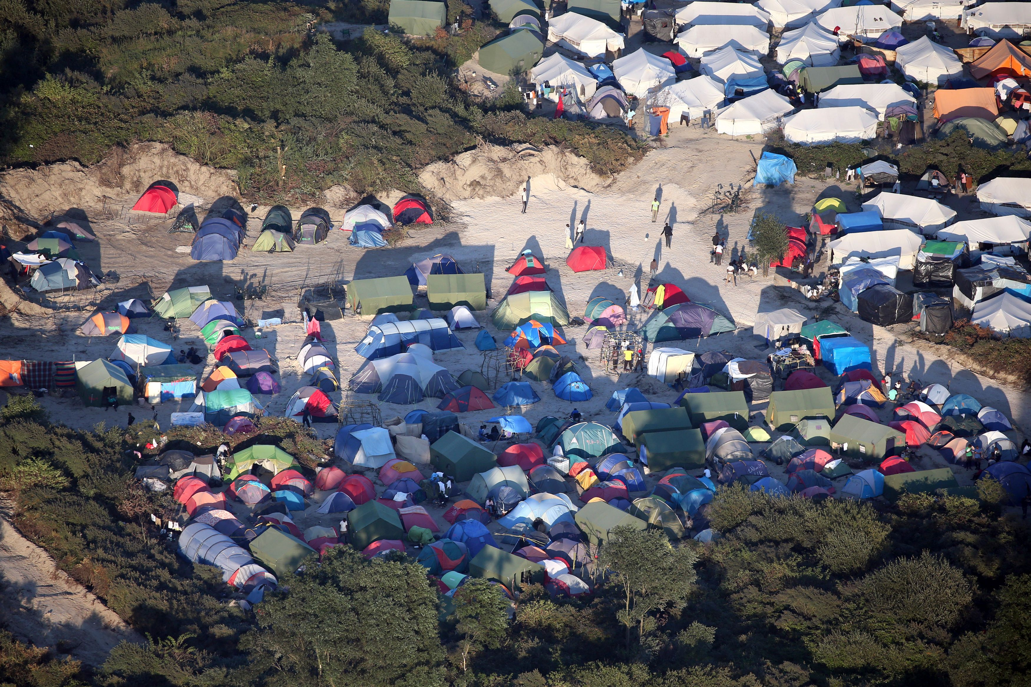 """François Hollande à Calais : """"Nous devons démanteler complètement, définitivement le camp"""""""