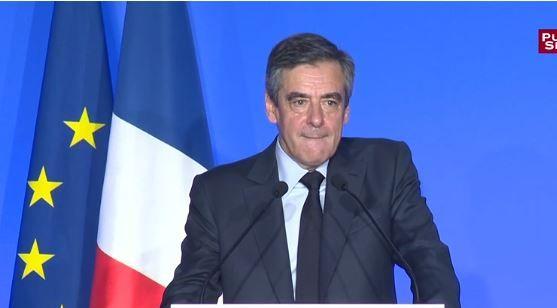 """Présidentielle : François Fillon se voit comme un """"combattant balafré"""" qui """"ne baisse pas la tête devant les balles"""""""
