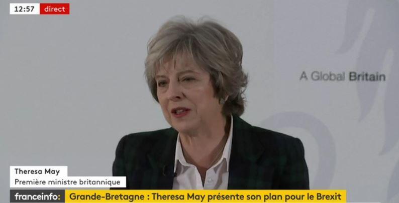 """Theresa May  : un Brexit """"net et clair"""" mais qui se fera dans le """"calme et la tranquillité"""""""