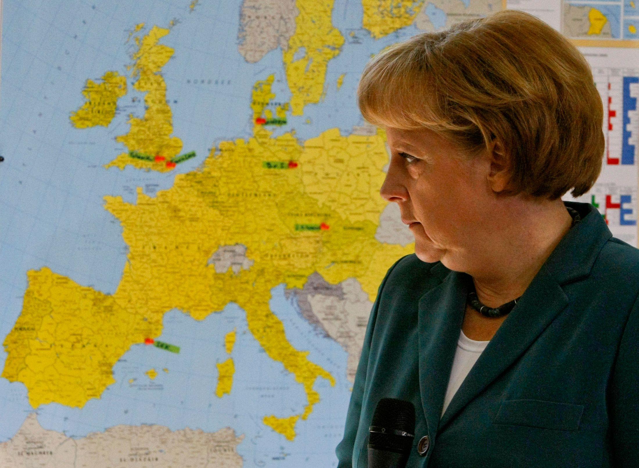 Angela Merkel devant une carte de l'Europe