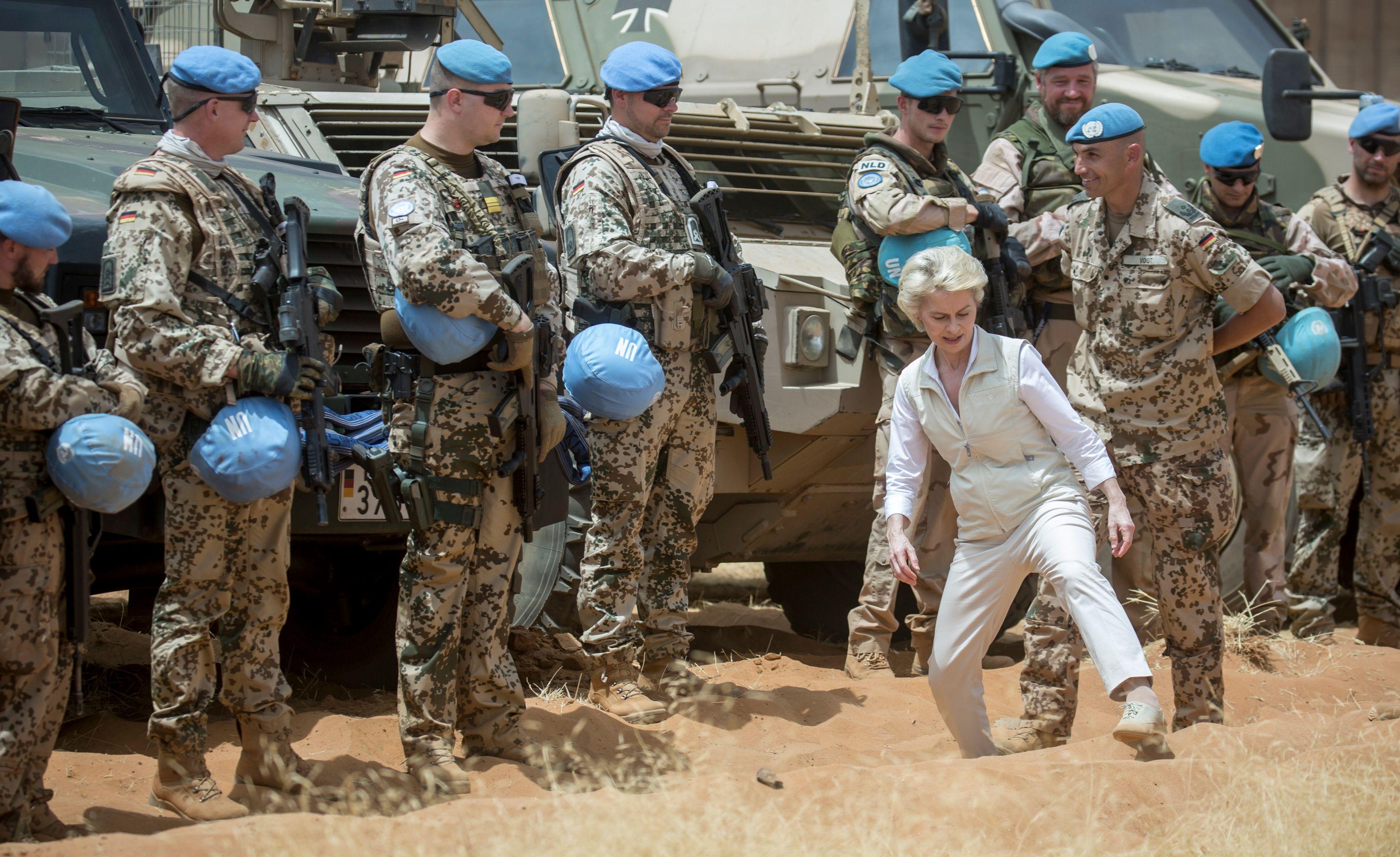Casques bleus tués au Mali : quand la France est bien seule dans sa lutte contre le terrorisme au Sahel