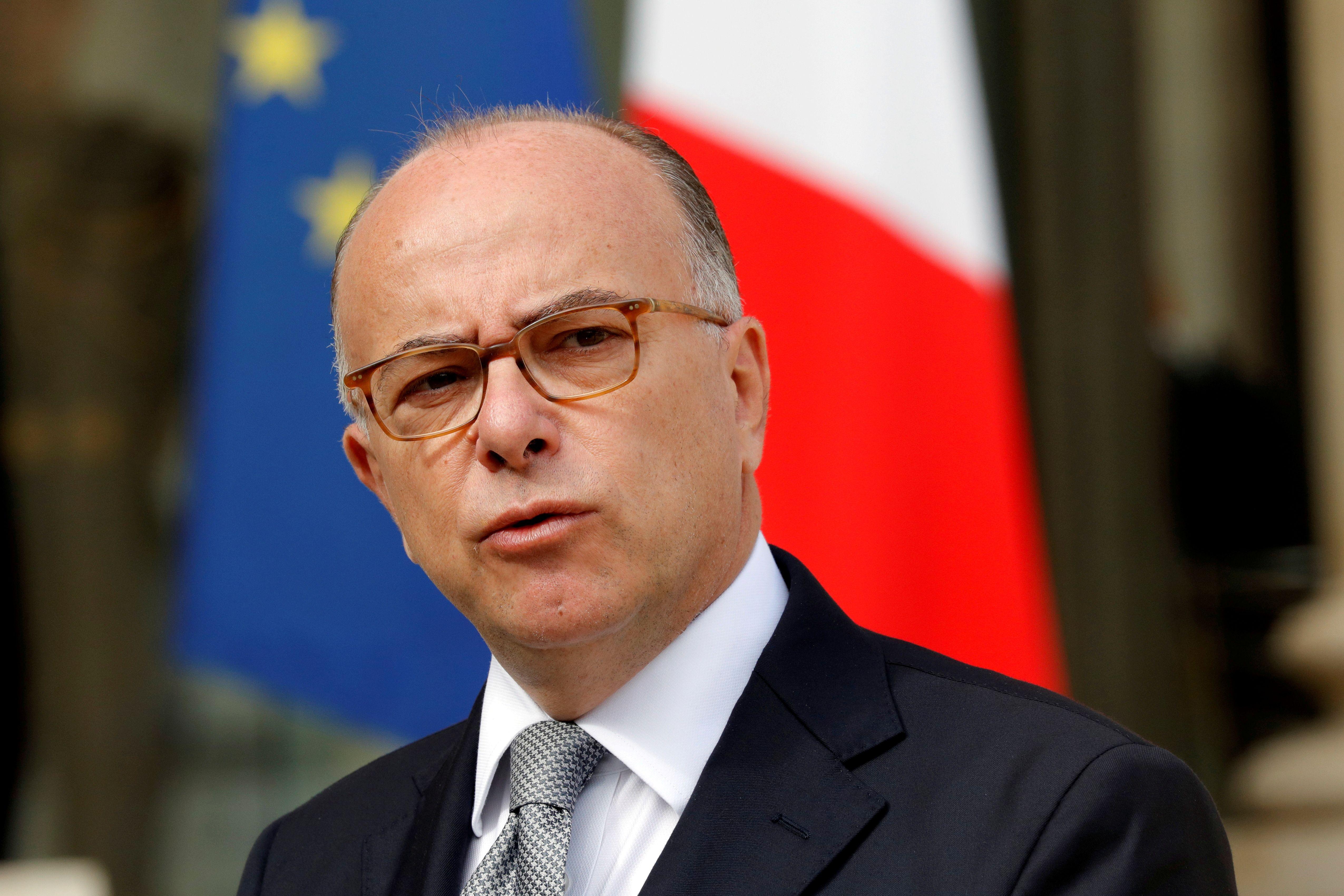 """Bernard Cazeneuve met en garde contre des dégâts """"immenses et irréparables"""" en cas d'élection de Marine Le Pen"""
