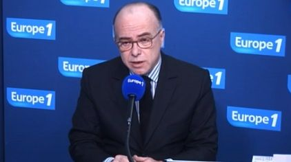"""Bernard Cazeneuve : """"Baisser les impôts dès 2016"""""""