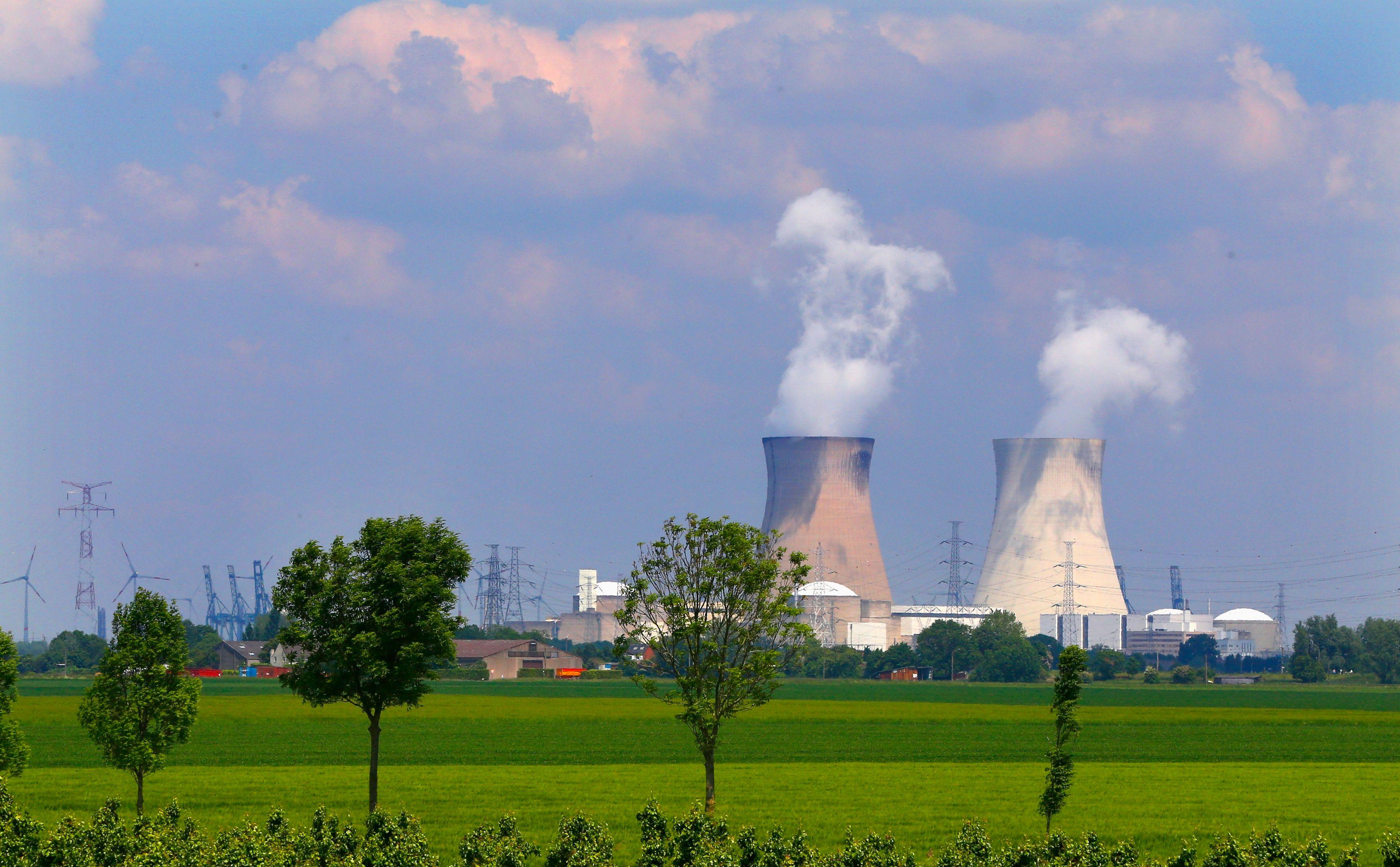 """Nicolas Hulot  veut fermer """"jusqu'à 17"""" réacteurs nucléaires d'ici 2025"""