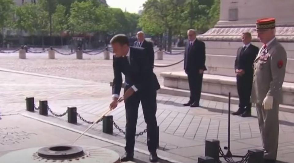 Les images impressionnantes de la cérémonie du 8 Mai avec Emmanuel Macron, Nicolas Sarkozy et  François Hollande