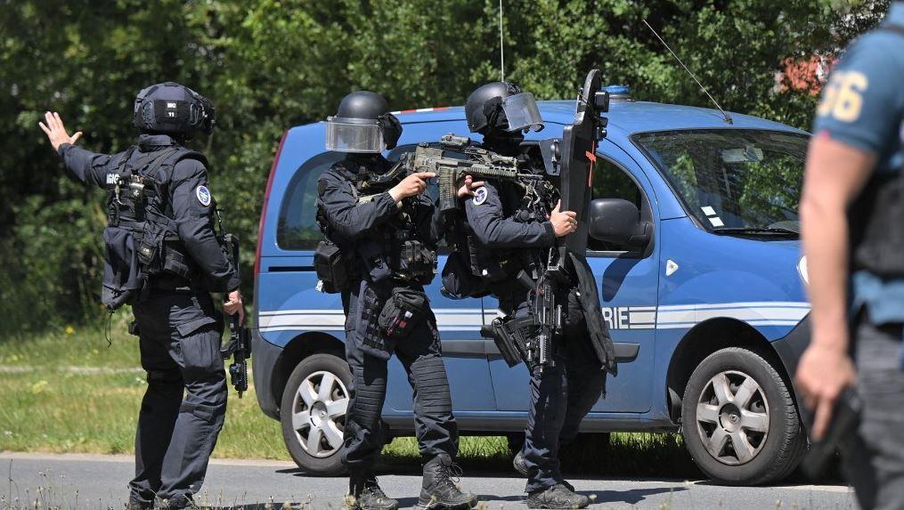 Des membres du GIGN mobilisés et déployés à La Chapelle-sur-Erdre après une attaque au couteau dans une antenne de la police municipale.
