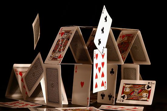 Les politiques économiques sont aussi fragiles qu'un château de carte.