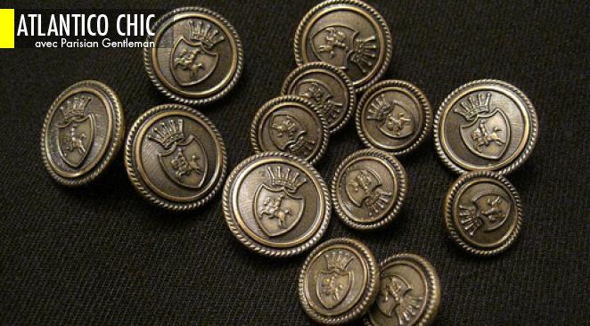 Pour le type de blazer le plus populaire, le blazer droit à deux boutons, la norme est de quatre boutons par manche.