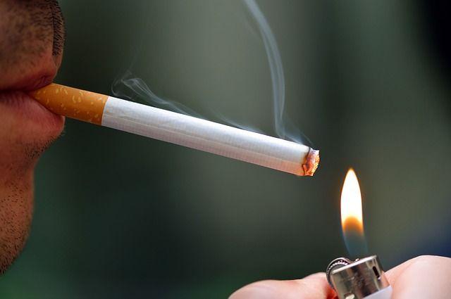 """Le gouvernement va interdire la cigarette """"dans les aires de jeux publiques"""" dès cet été"""