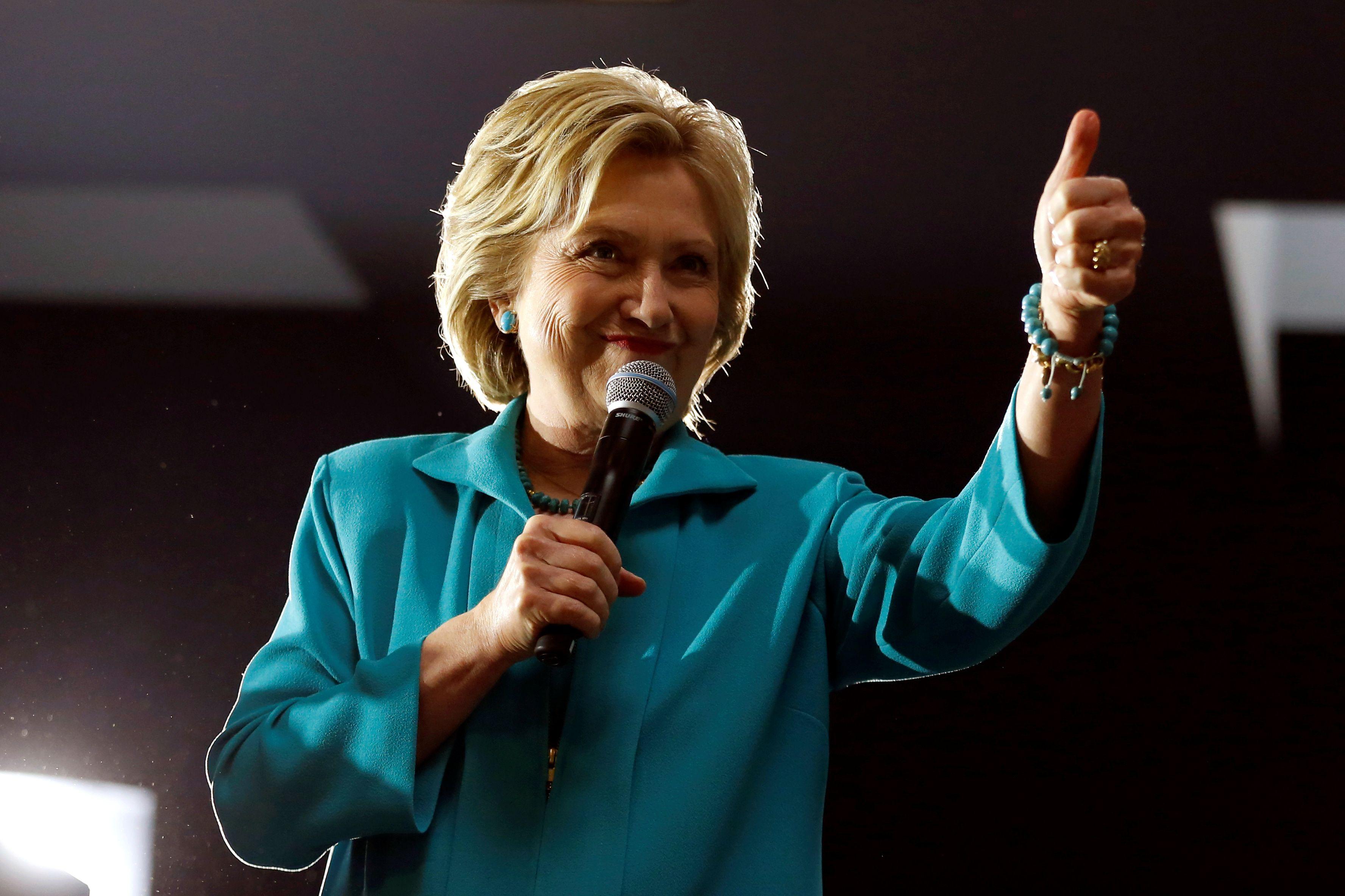 """Hillary Clinton évoque son programme économique et """"la colère"""" et la """"peur"""" qui motivent les électeurs de Trump"""