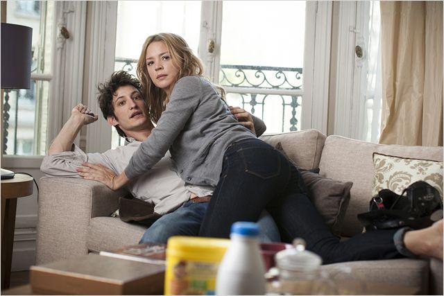 """Le film """"20 ans d'écart"""" traite parle d'une liaison entre une femme de 40 ans et un jeune homme à peine sorti de l'adolescence."""
