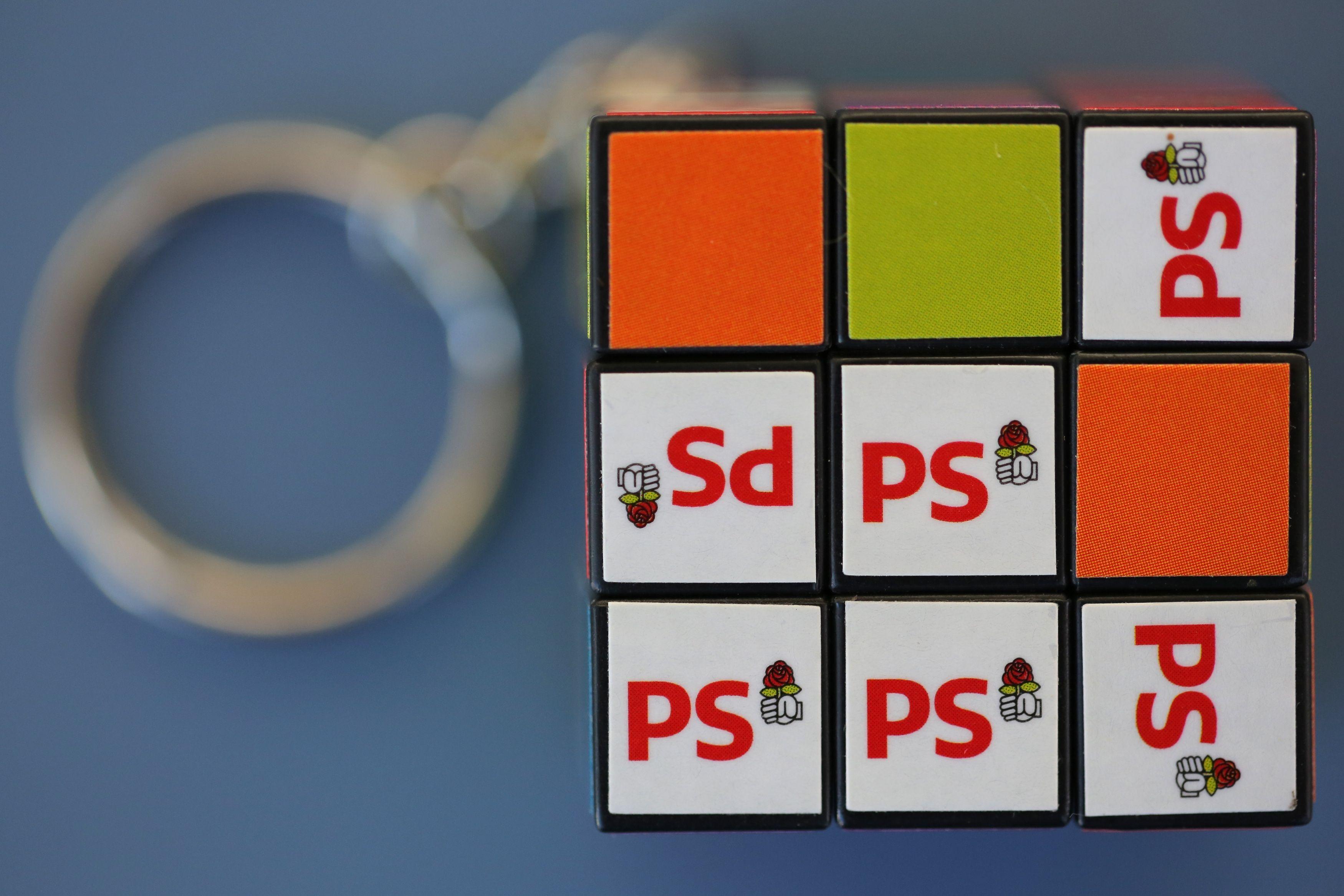 Casse-tête avec le logo du Parti socialiste.