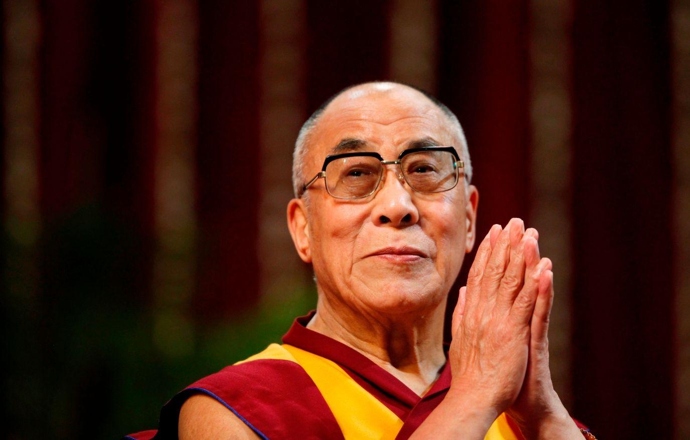 Ce que craint le plus le chef spirituel des bouddhistes tibétains est d'être mangé... par des requins !