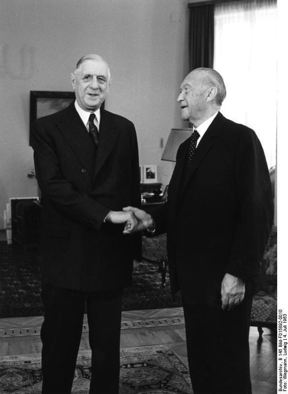 Charles de Gaulle en compagnie du chancelier allemand, Konrad Adenauer (1963).
