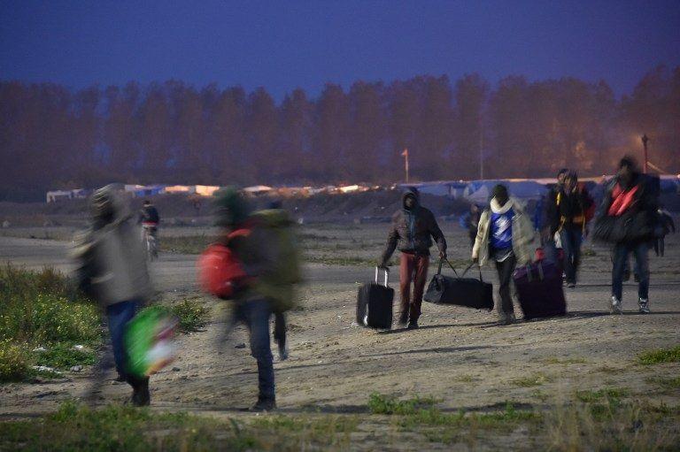 Cette solution ne pourra qu'être partielle puisqu'il y a un certain nombre de réfugiés sur Calais –près de la moitié – qui souhaitent passer en Angleterre sans demander l'asile en France.