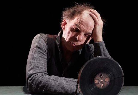"""Théâtre : """"La dernière bande"""" : Un texte exigeant mis à la portée de tous les cœurs par un immense comédien"""