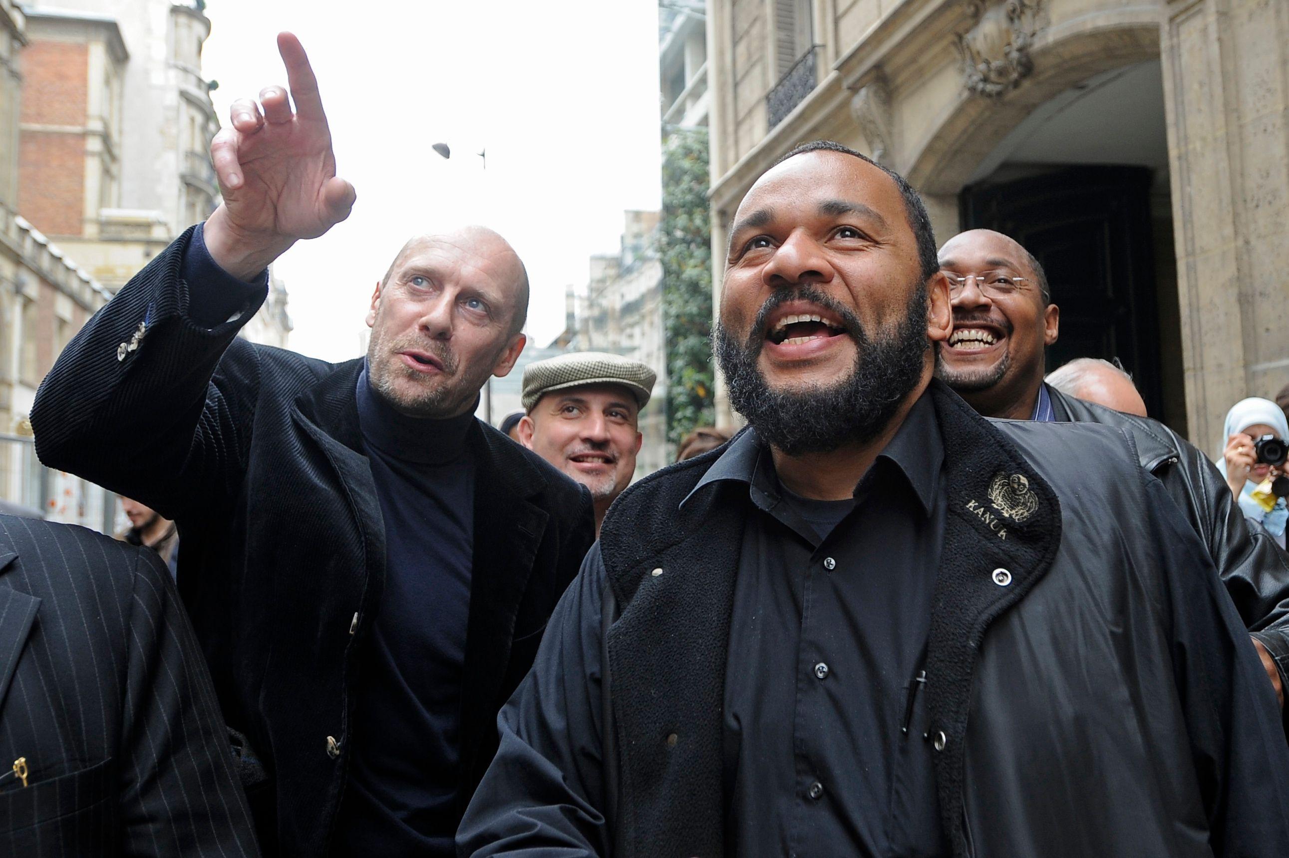 Dieudonné : son spectacle finalement autorisé à Nantes par le tribunal administratif, Valls saisit le Conseil d'Etat