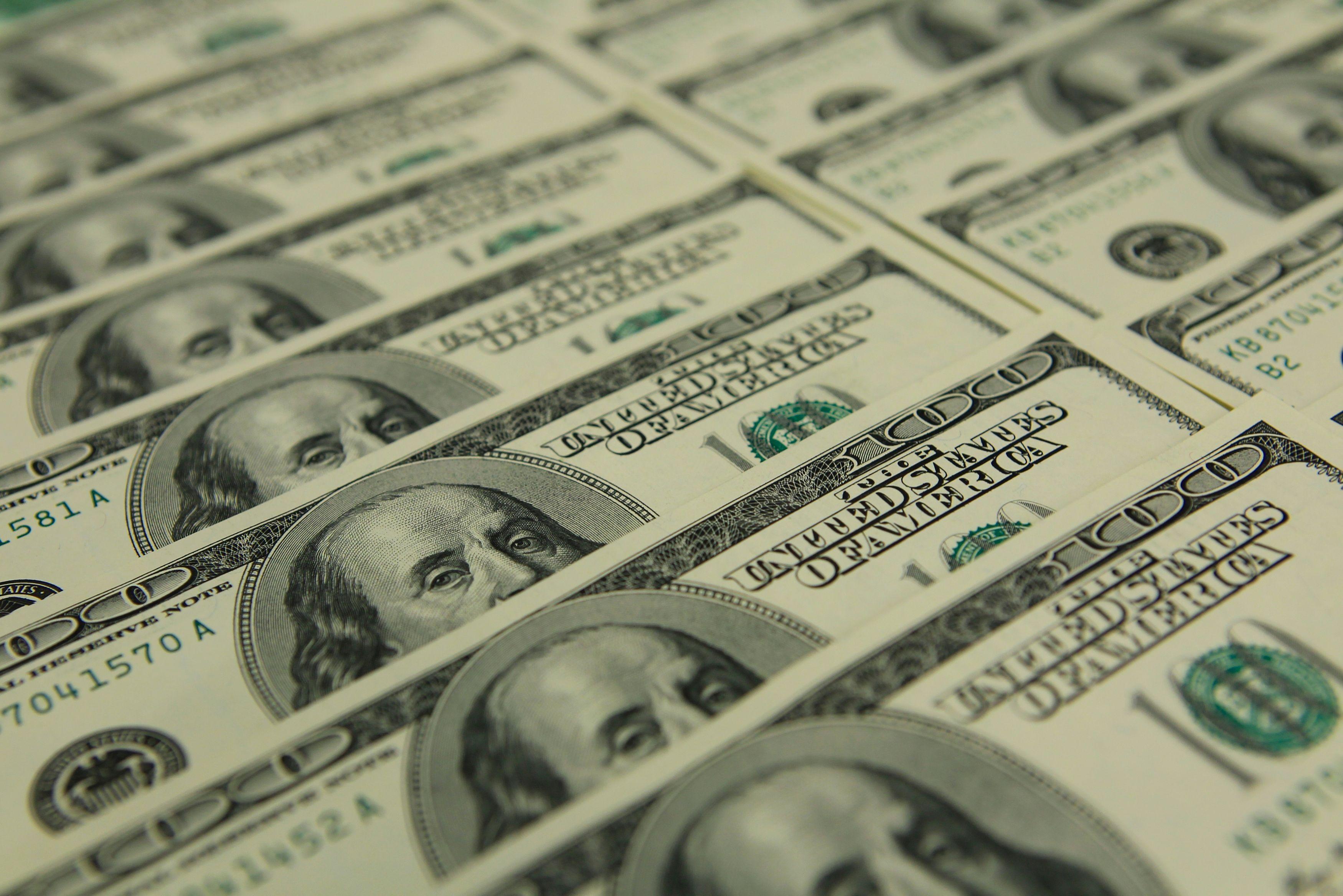 Comment réguler l'argent qui transite hors des circuits officiels ?