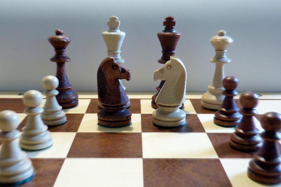 La réussite par les échecs : quand Anatoli Karpov tente de convertir le monde aux multiples effets secondaires bénéfiques du jeu