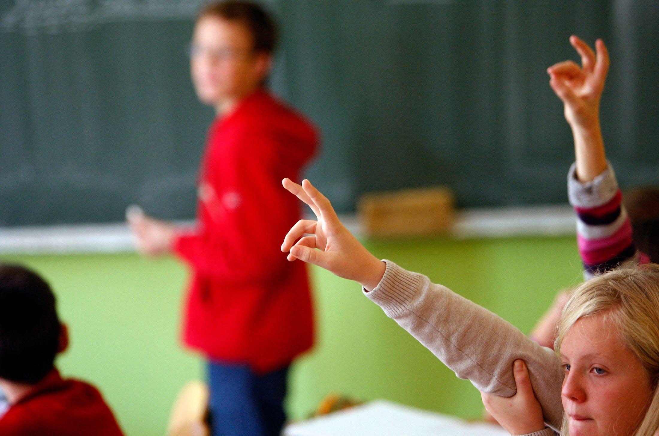 Le gouvernement a annoncé qu'il débloquera une enveloppe de 200 millions d'euros pour accompagner la réforme des rythmes scolaires.