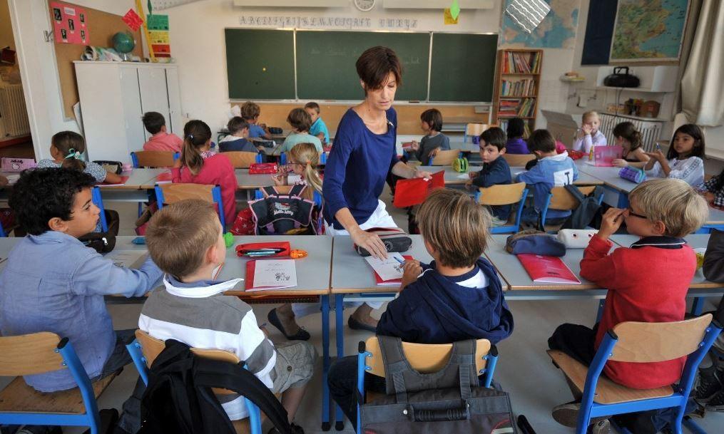 Des élèves installés dans l'une des classes d'une école à Nantes le jour de la rentrée scolaire.