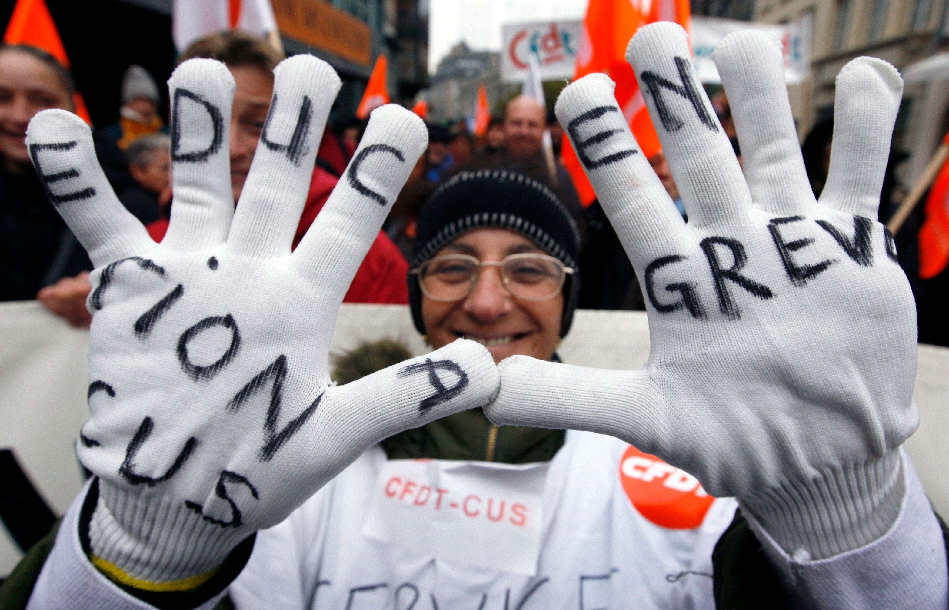 Fonctionnaires en grève : mais au fait depuis 2008, qui du secteur public ou du secteur privé a été le plus affecté par la crise ?
