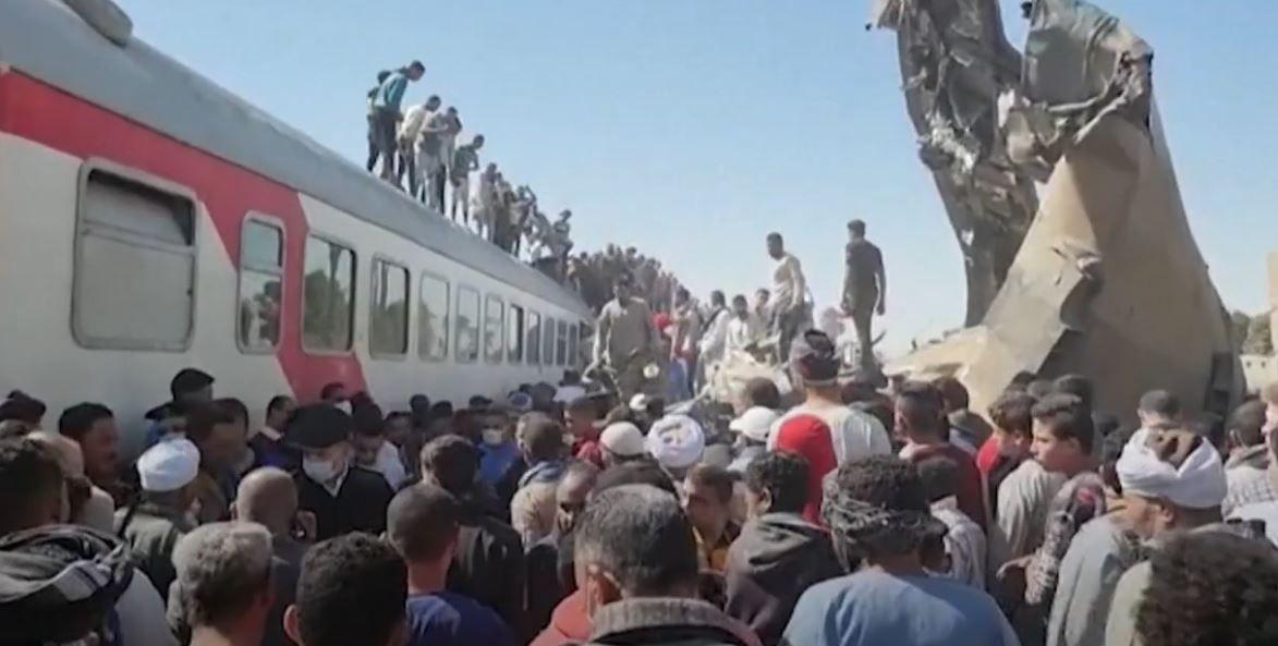En Egypte, au moins 32 personnes ont été tuées et plus d'une centaine blessées dans une catastrophe ferroviaire.
